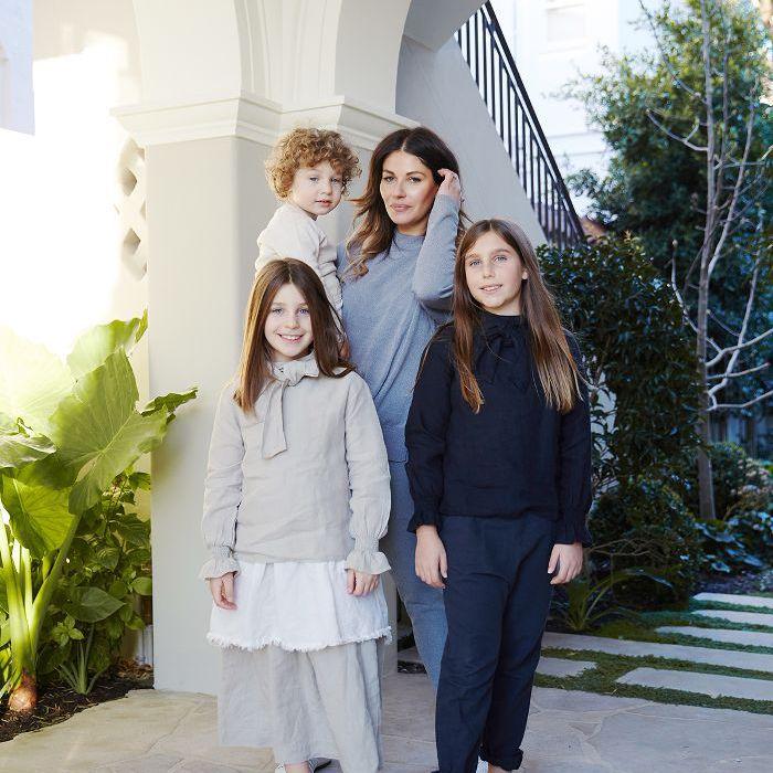 madre, hijo y 2 hijas