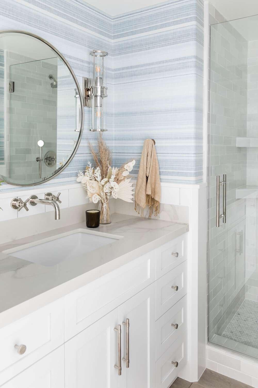 beachy bathroom with round mirror