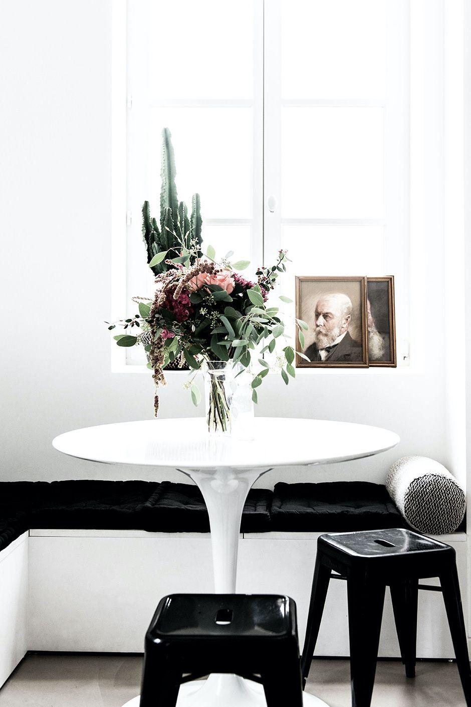 Breakfast nook with flowers