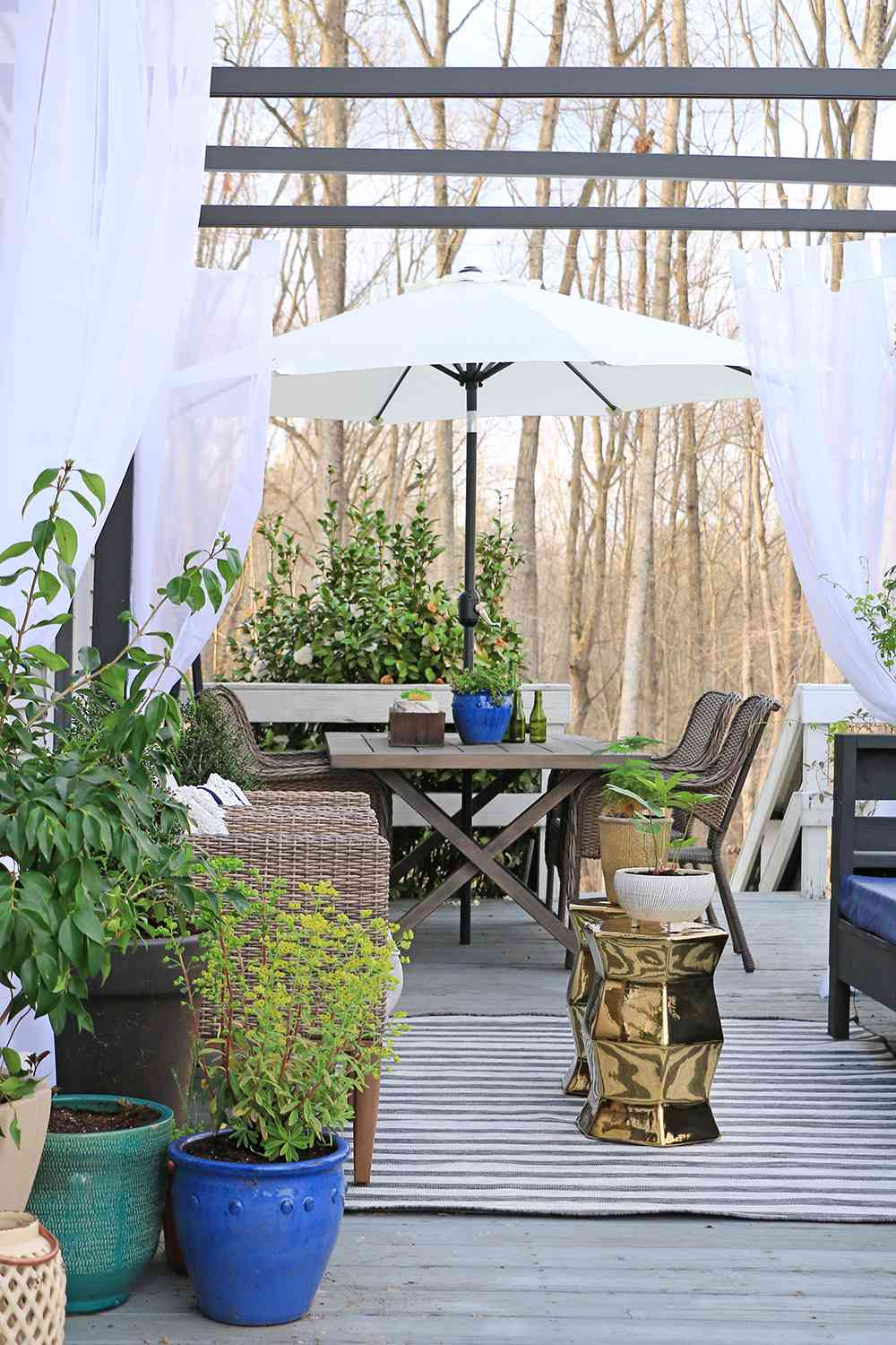 outdoor patio with different zones