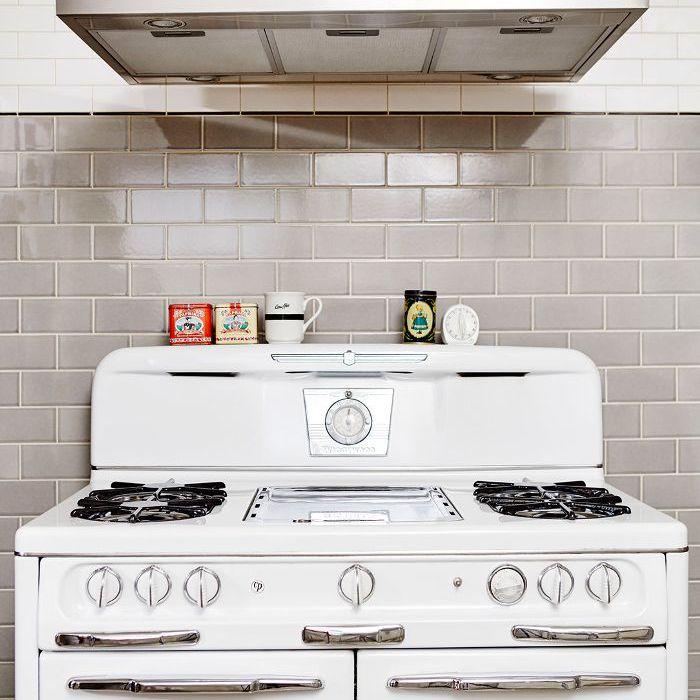 Estufa vintage en cocina nueva