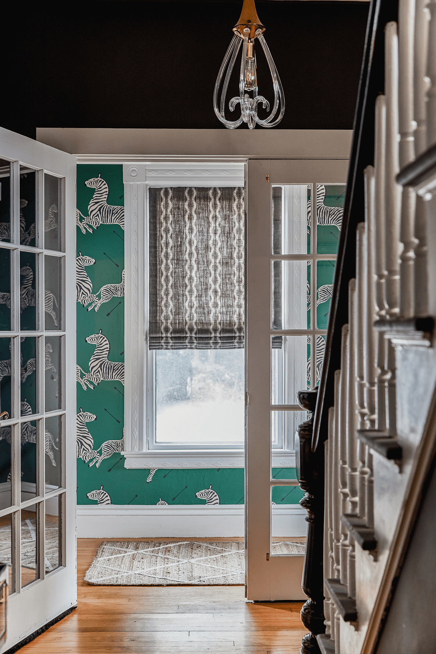 scalamandré zebras wallcovering - green pattern in house