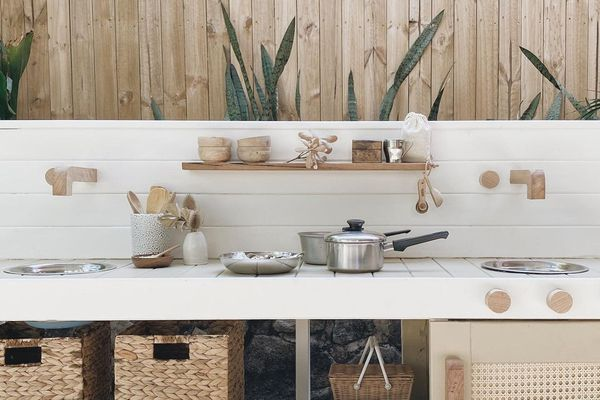 White and wood outdoor kitchen