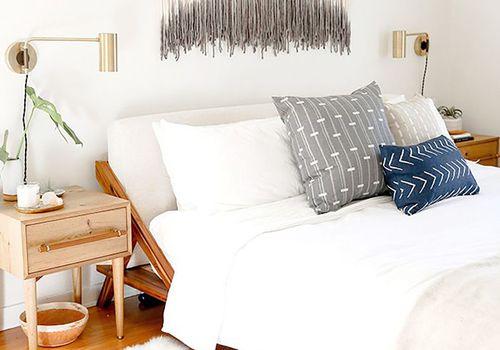 Dormitorio pequeño de Boho: los cristales crean feng shui positivo en el dormitorio