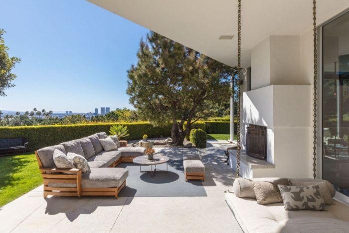 Inside Ellen Degeneres S 33 Million Beverly Hills Mansion