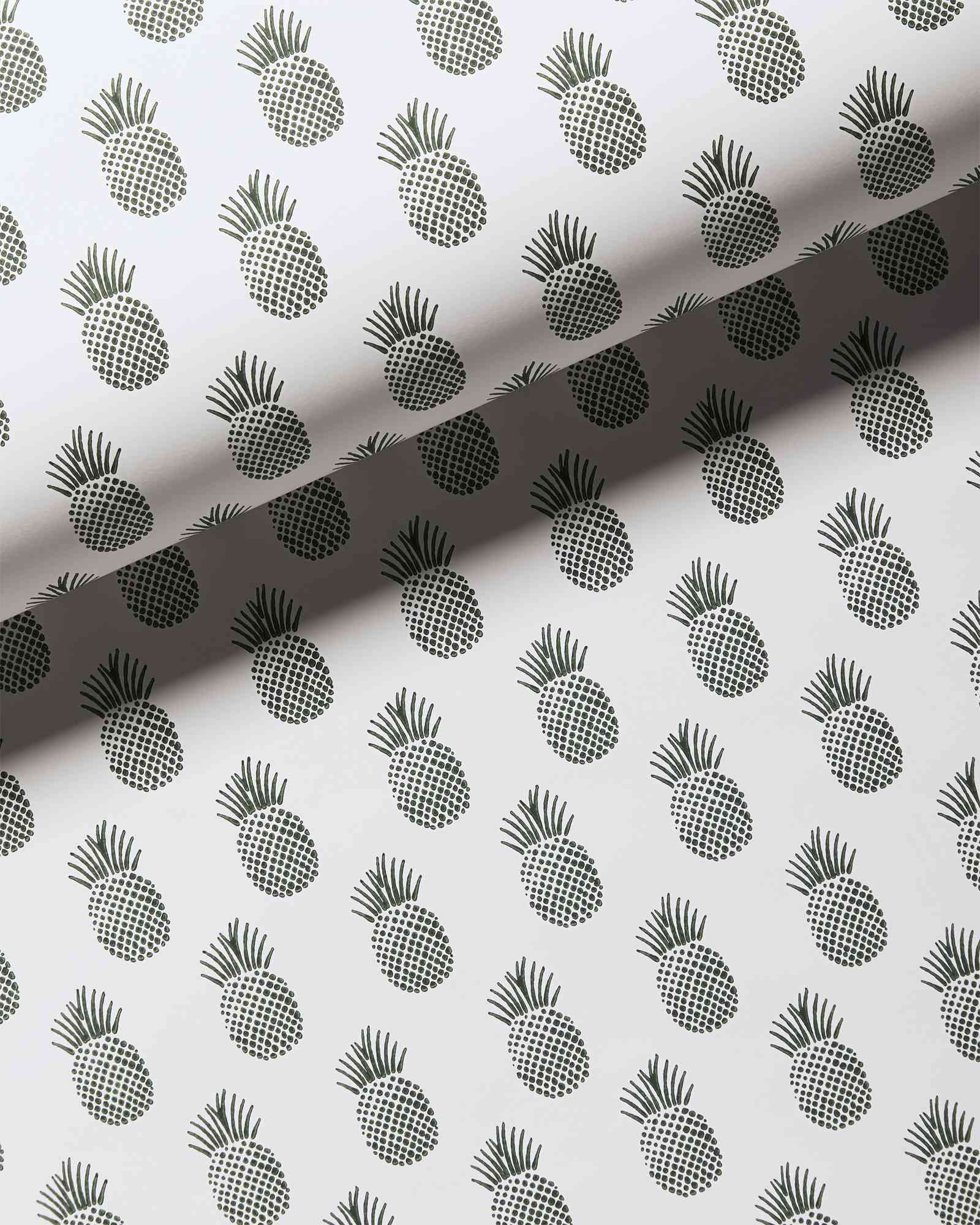 Black-and-white pineapple wallpaper