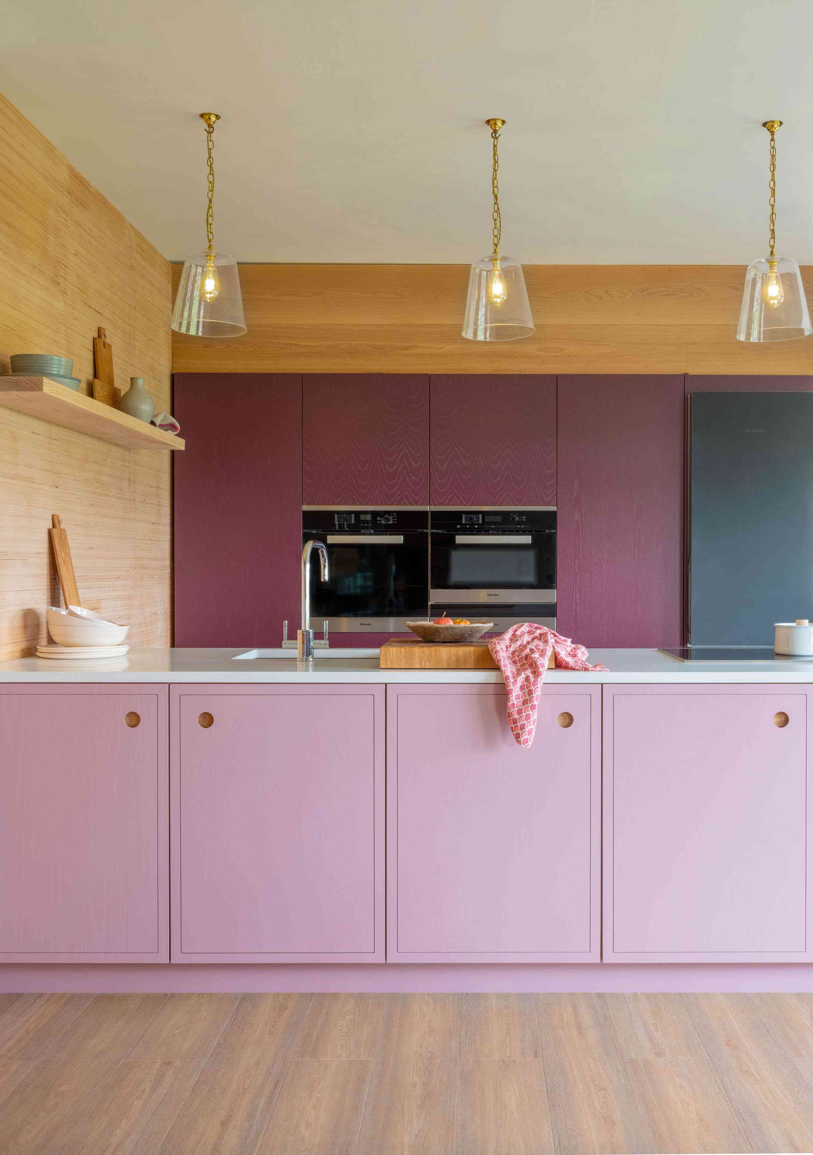 Pink and magenta kitchen