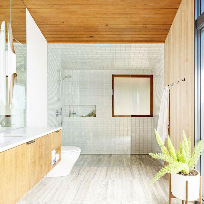 un pequeño baño minimalista