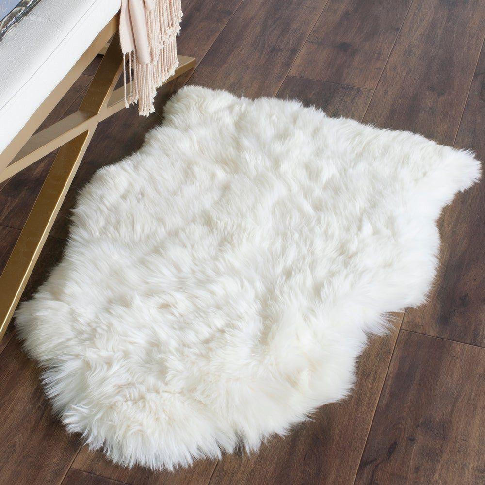 Safavieh Handmade Sheep Skin Aybek Rug