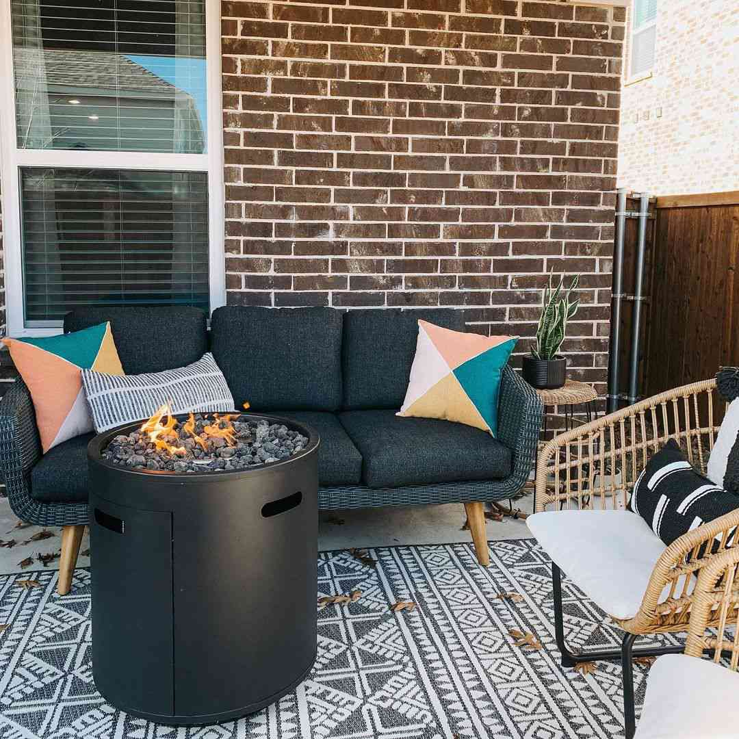 Outdoor patio with a firepit