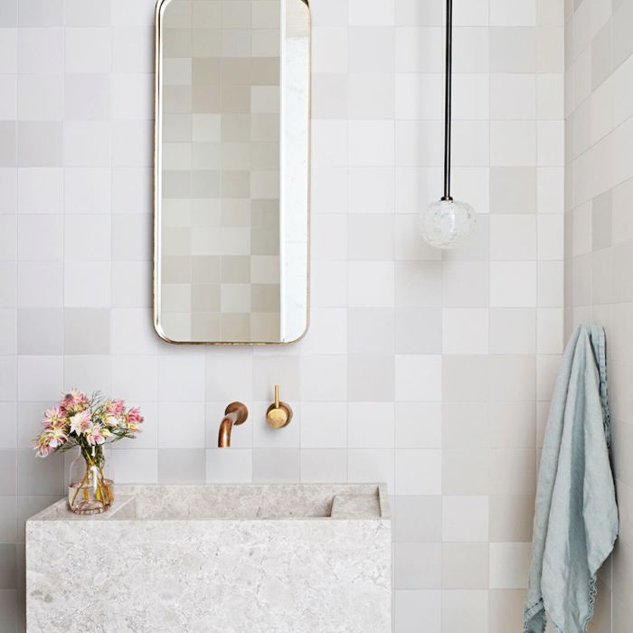 How to Decorate a Minimalist Bathroom