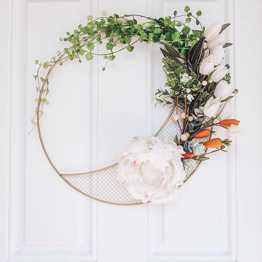 We Dream in Colonial easy DIY spring wreath.