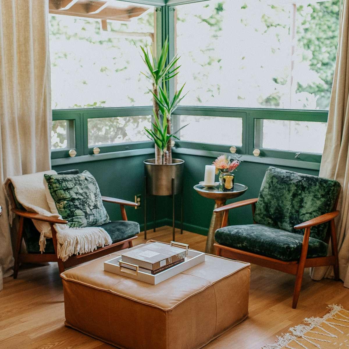 Dormitorio principal verde: Claire Thomas