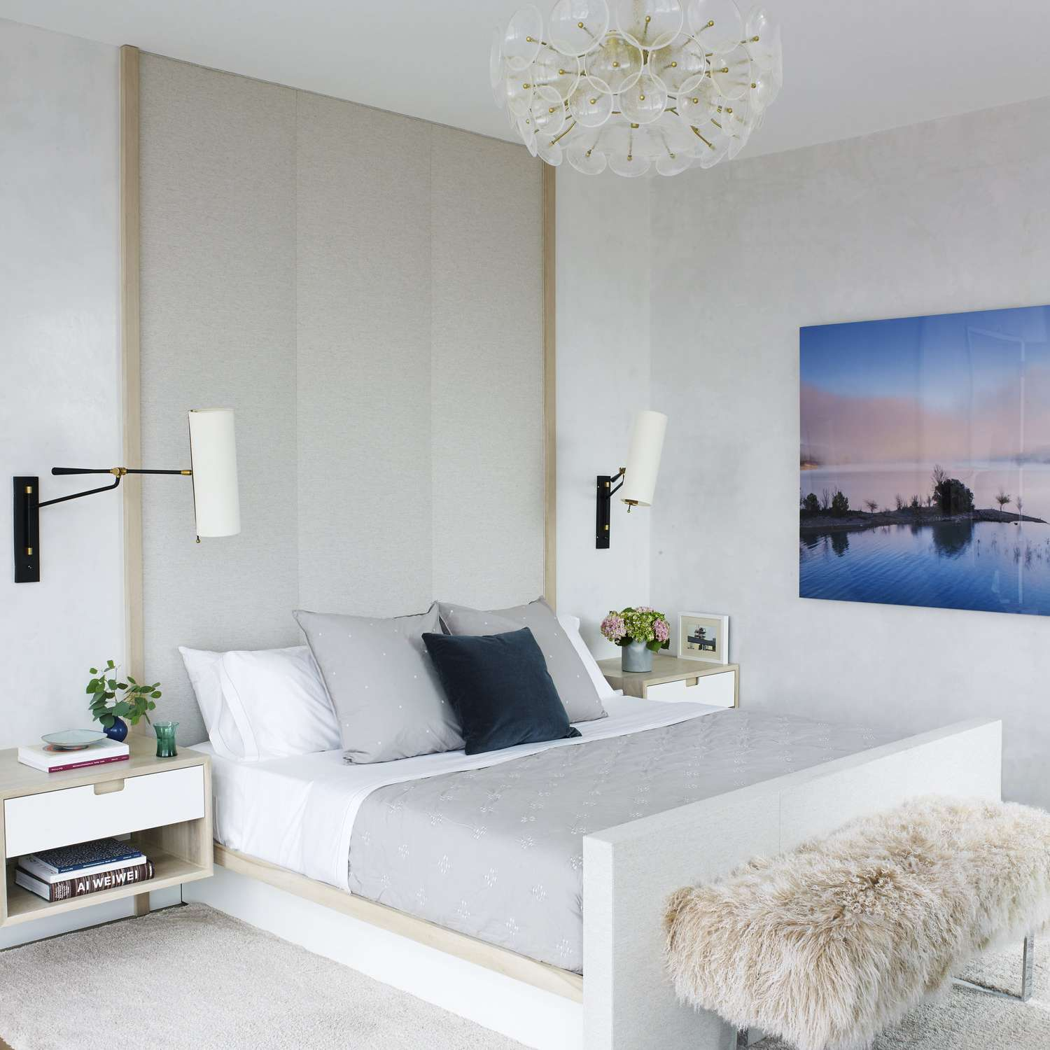 21 Minimalist Bedroom Ideas That Will Inspire You to Declutter on Minimalist Bedroom Ideas  id=73450
