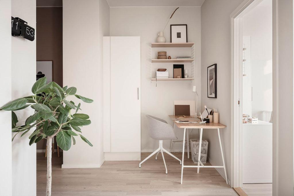 A ficus audrey stands in a Scandinavian-inspired room.