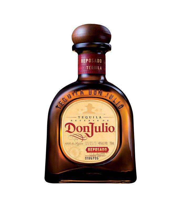 Una botella marrón de tequila Don Julio.