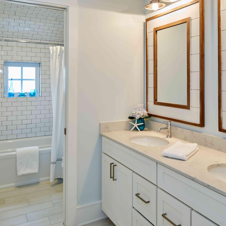 Bathroom with topsail aqua paint