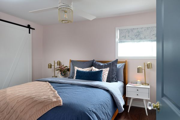 bedroom with pink walls and blue bedding