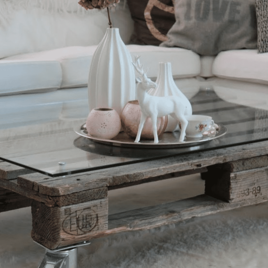 DIY wooden pallet coffee table