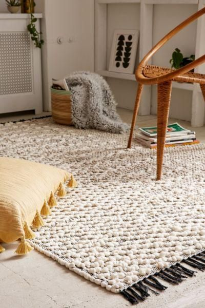Pala Textured Loop Rug - Ivory 3 X 5 at Urban Outfitters