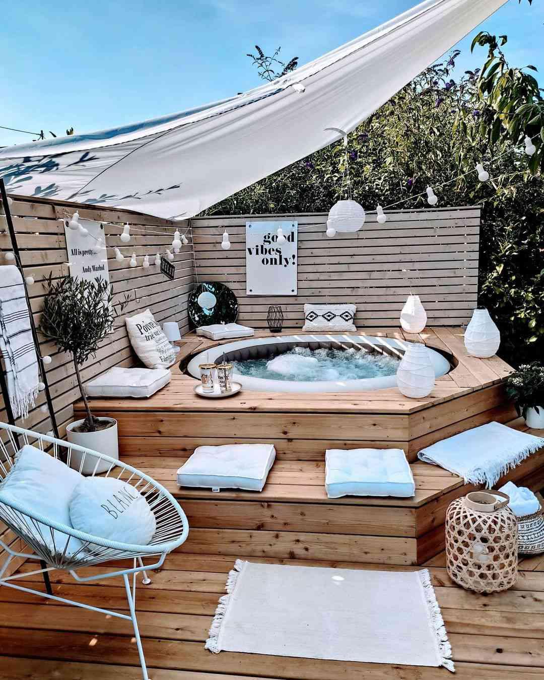 outdoor party idea hottub