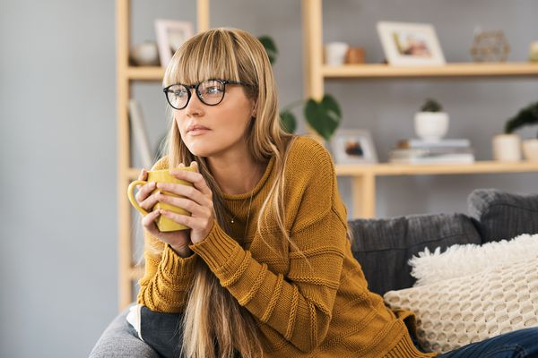 woman watching tv with mug