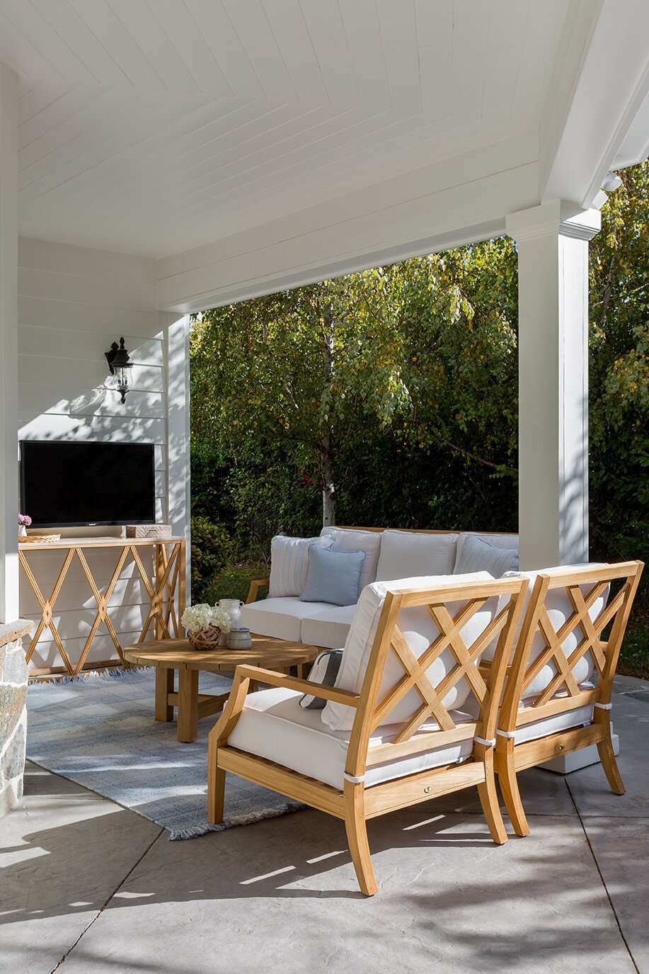 outdoor patio with tv