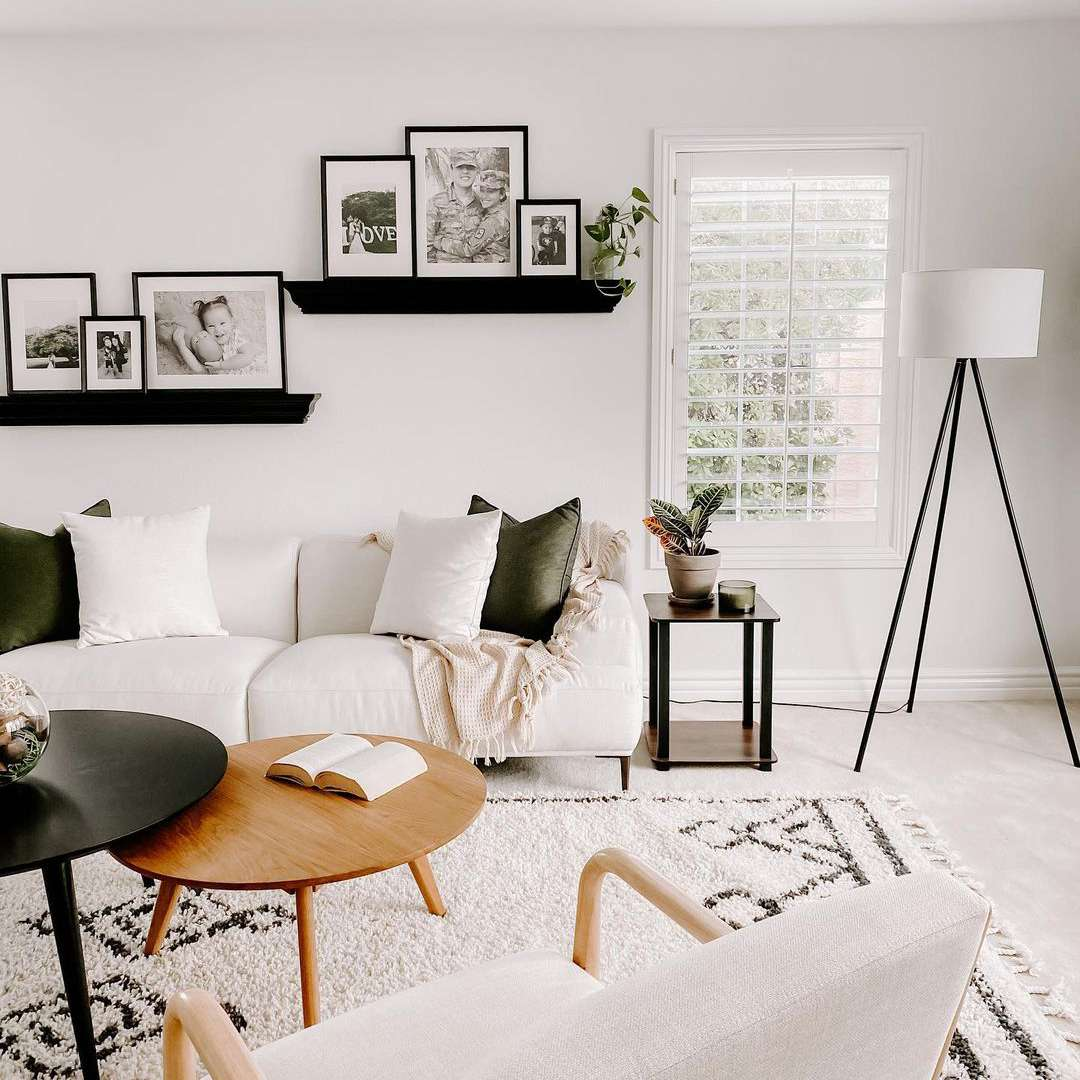 Living room with picture hangings