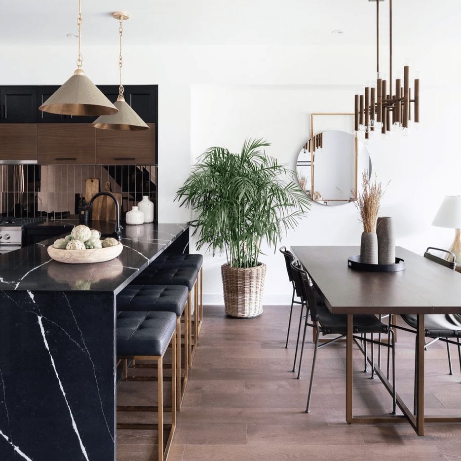 A kitchen with shiny bronze backsplash tiles