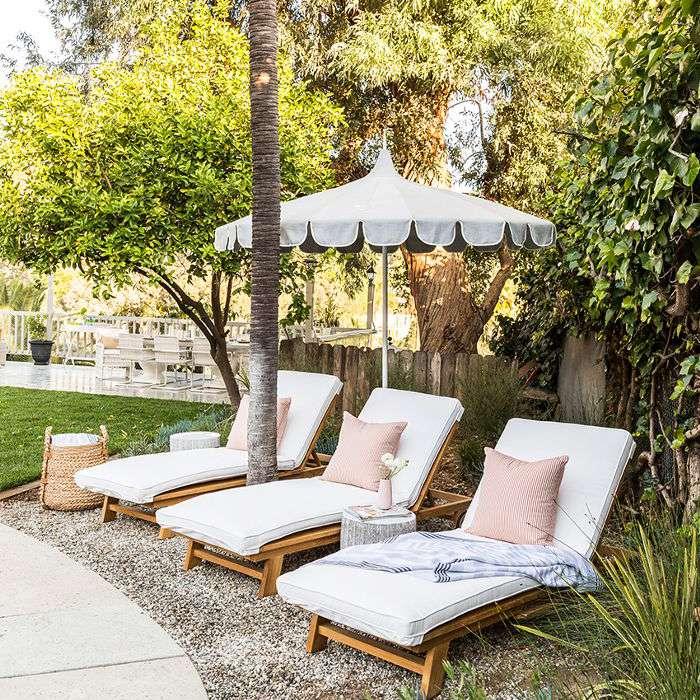backyard lounge chairs