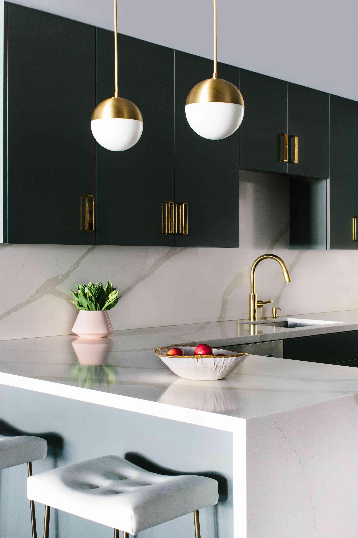 Modern kitchen with marble backsplash