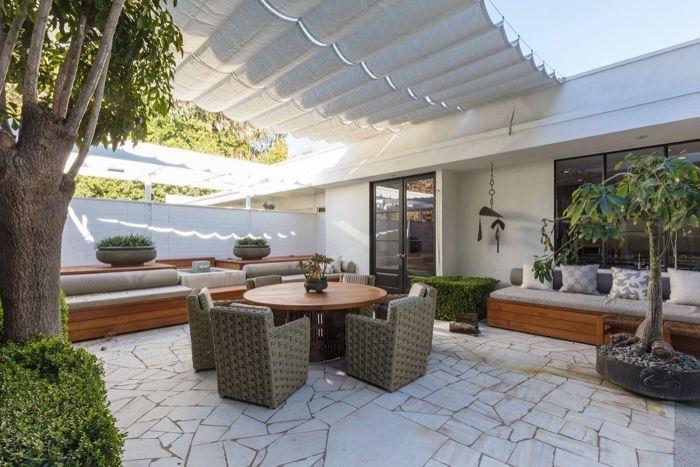 Ellen Degeneres Beverly Hills Home   Patio