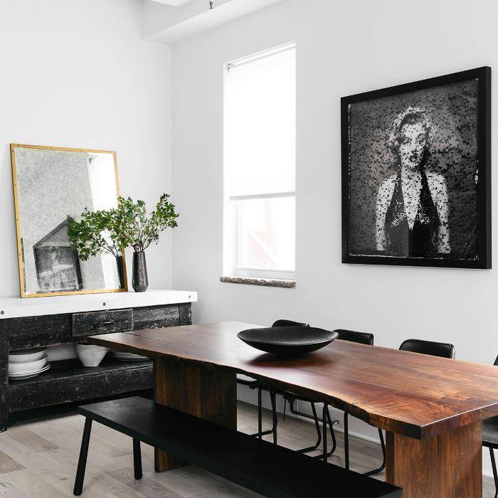 Visita a casa en blanco y negro: comedor