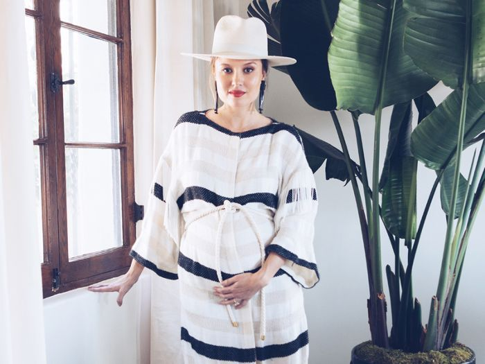 b608f54095b0c 7 Chic Outfits That Prove Stylish Maternity Clothes Exist