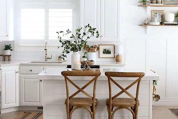White famhouse style kitchen.