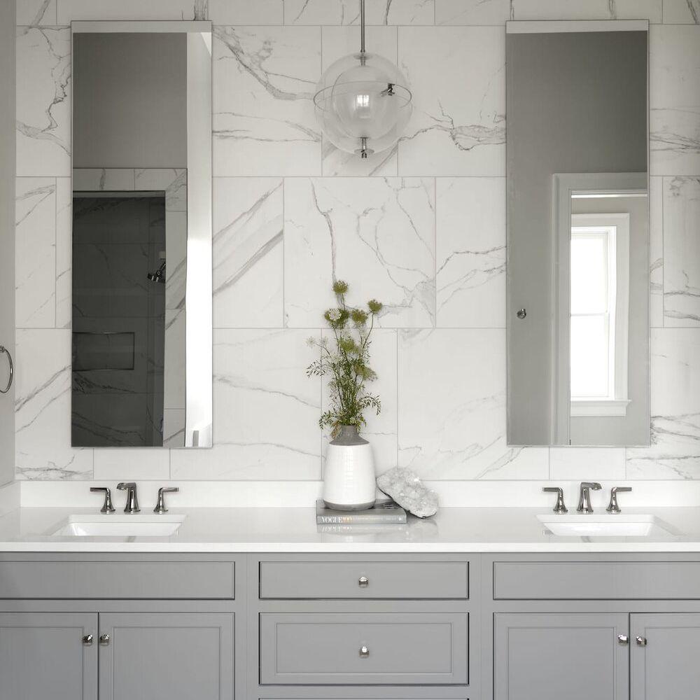 Marble-look tiled bathroom