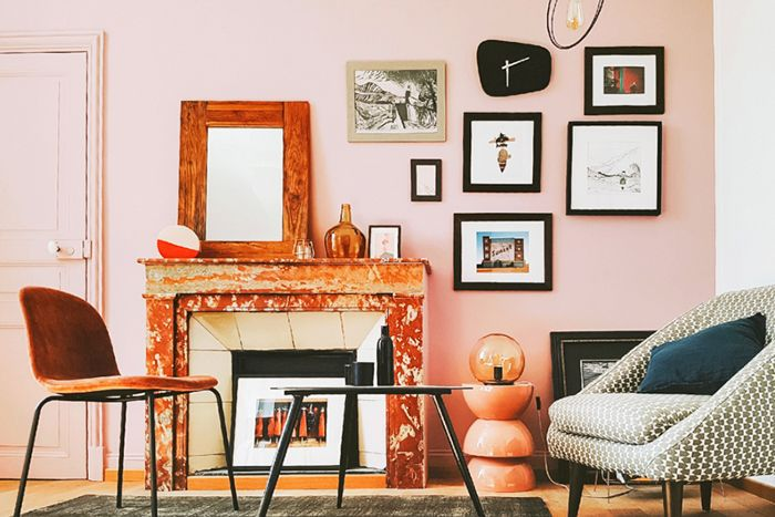 Pink family room with a stylish gallery wall