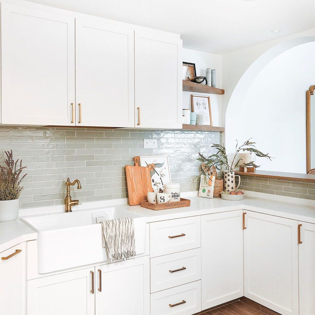 16 Backsplash Ideas to Perfectly Complement Your White Kitchen