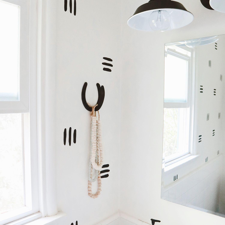 alisha agrellas home tour - baño blanco