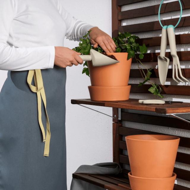 Woman using the GRÄSMARÖ 3-piece gardening tool set.