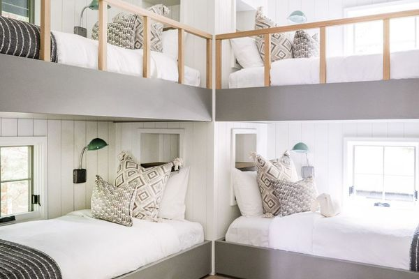 Neutral bunk bed room