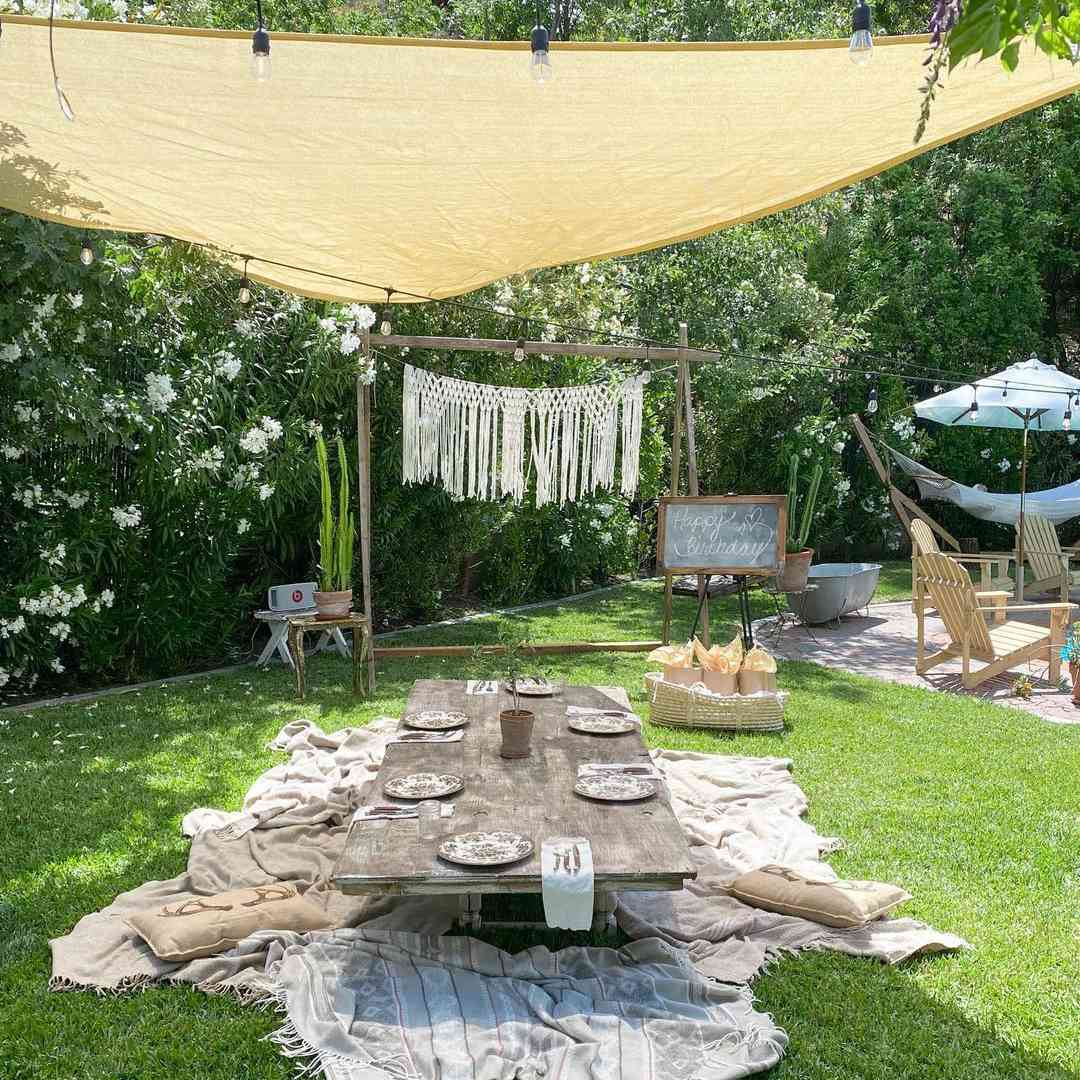 covered outdoor room