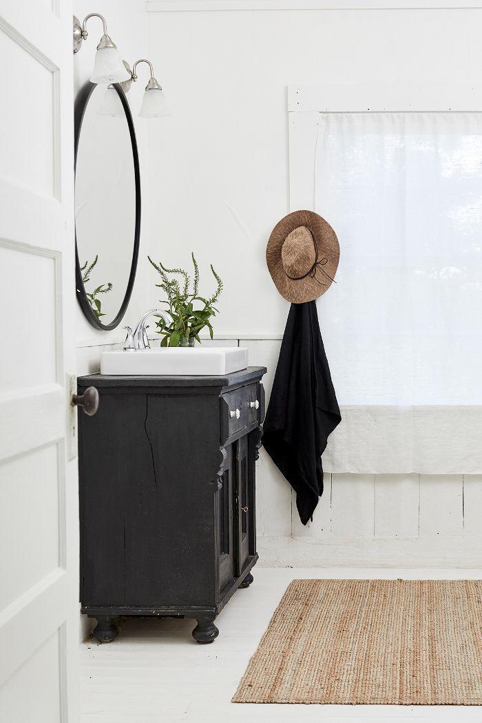 modern farmhouse bathroom design