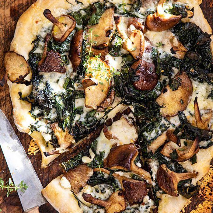 Pizza de col rizada de champiñones asados