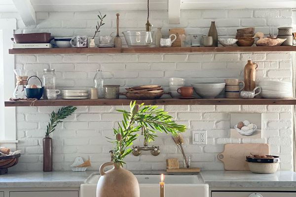 Kitchen with exposed shelves