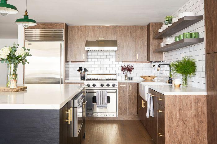 Cocina con placa para salpicaduras de azulejos de metro