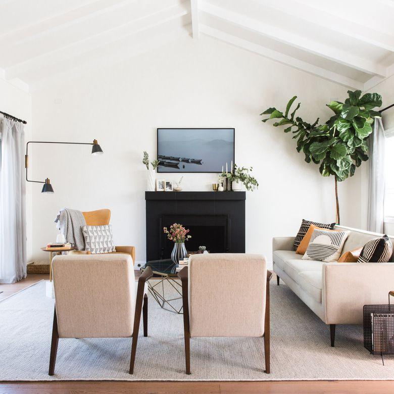 Los mejores productos para el hogar junio - hermosa habitación familiar con sillas y sofá de color rosa