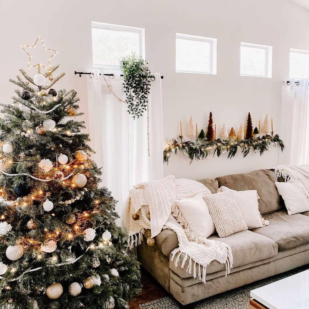 Christmas tree and matching shelf decorations.