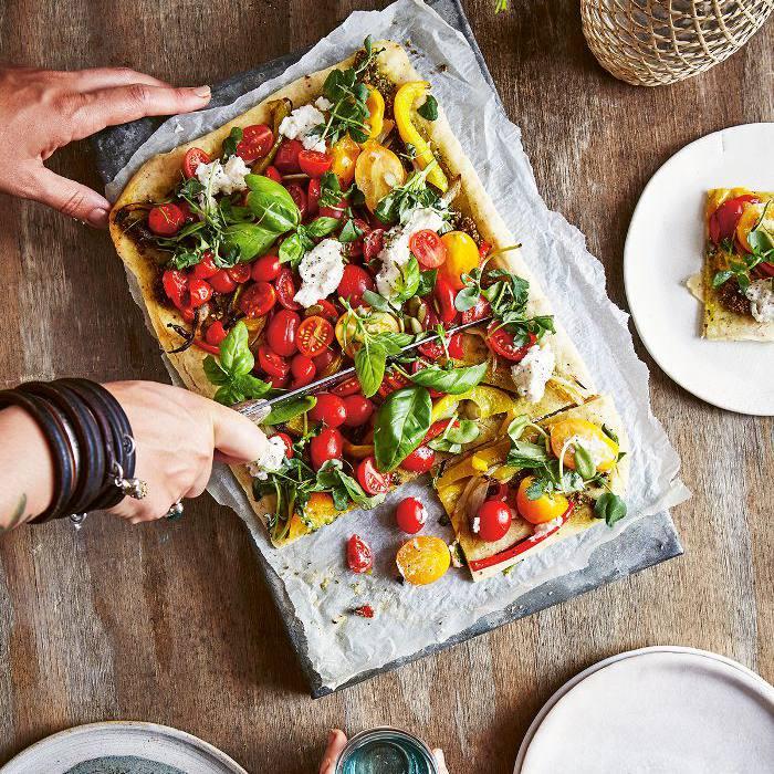 Pizza de corteza de avellana y rúcula de pimienta