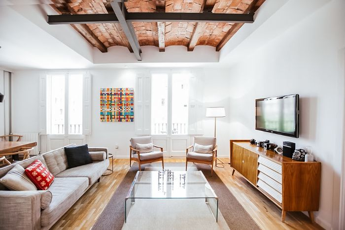 Family room with a statement ceiling in Barcelona